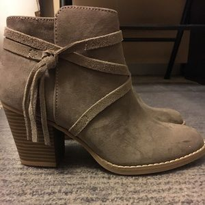 NWT Express taupe booties